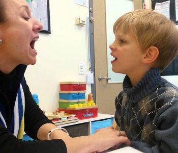 做為言語治療師和獨特小孩的媽媽,我逐漸瞭解星寶母親每日的體會